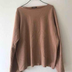 Mysig tröja från Zara, sparsamt använd.  Frakt tillkommer :)
