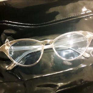 Grymma ovanliga 90's solglasögon ifrån vintage/sec.handbutik. Frakt: 9:-
