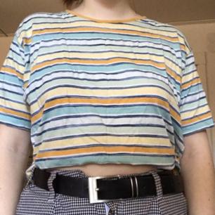 En fin retro randig avklippt tshirt, väldigt somrig!💛