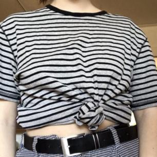 En randig tshirt, prefekt som myströja eller att klippa av 💓