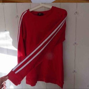 Snygg sweatshirt köpt ifrån Asos! 50kr+frakt (50kr)