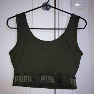 en Puma topp köpt i London förra sommaren. Har använt den 1 gång.  säljer pga att jag aldrig använder den.