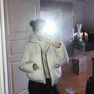 Fin vit jacka från H&M använd några gånger