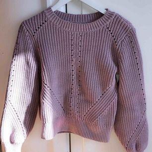 Jätte fin rosa stickad tröja från H&M, aldrig använd, som ny!  Kontakta för frågor.
