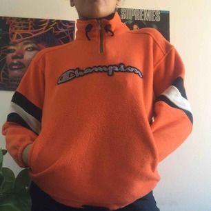 Justerbar kofta i orange vitt och svart.