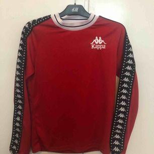 Röd kappa tröja i gott skick!