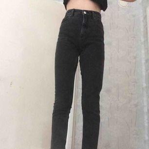 Ett par skitsnygga svarta boyfriend byxor. Avklippta längst ner, använda typ 2 gånger. Köpta för 600kr