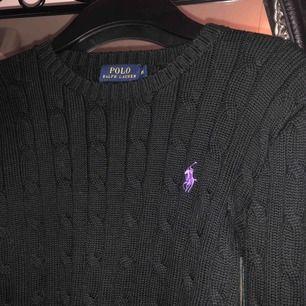 Helt ny stickad tröja från Ralph Lauren, köpt på NK för 1200kr, säljes pga för liten storlek, pris kan diskuteras, frakt tillkommer