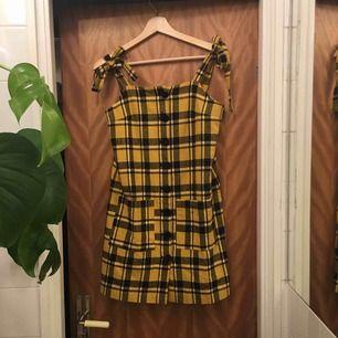 Supersnygg 90-tals klänning från Lazy Oaf, prislappen kvar!