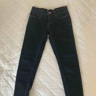 Levi's jeans från New York. Lite långa i benen för de som är 160 cm eller under. Aldrig använda.