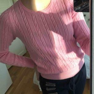 Gullig rosa tröja. Aldrig använd. Kan vara lite kort i ärmarna. Kan fraktas💓