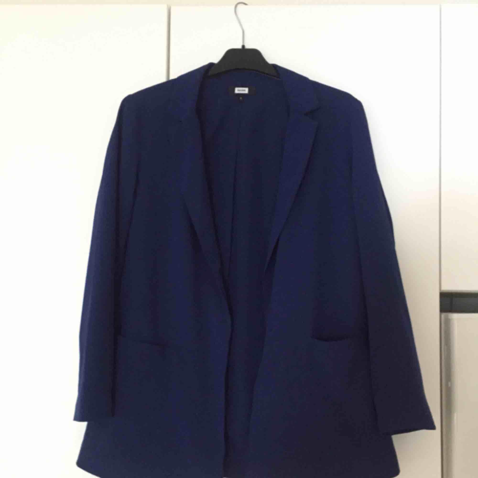 Blå oversize blazer från Bikbok strl S  📬 Frakt: 55 kr blå påse eller 63 kr spårbart . Kostymer.