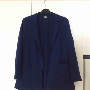Blå blazer från Bikbok strl S