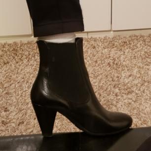 Sjukt snygga boots som är använda en gång! Passar bra till allt o väldigt stilrena, pris kan diskuteras<3
