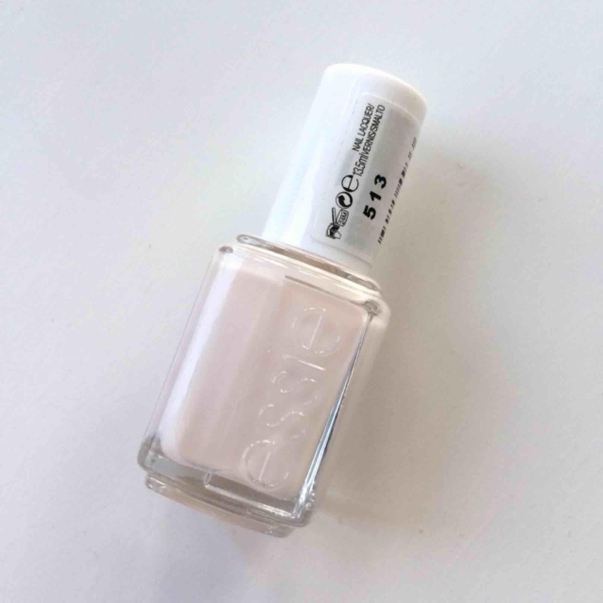Essie nagellack i populära färgen sheer luck, nummer 513. Endast testad!   Fri frakt💘. Accessoarer.