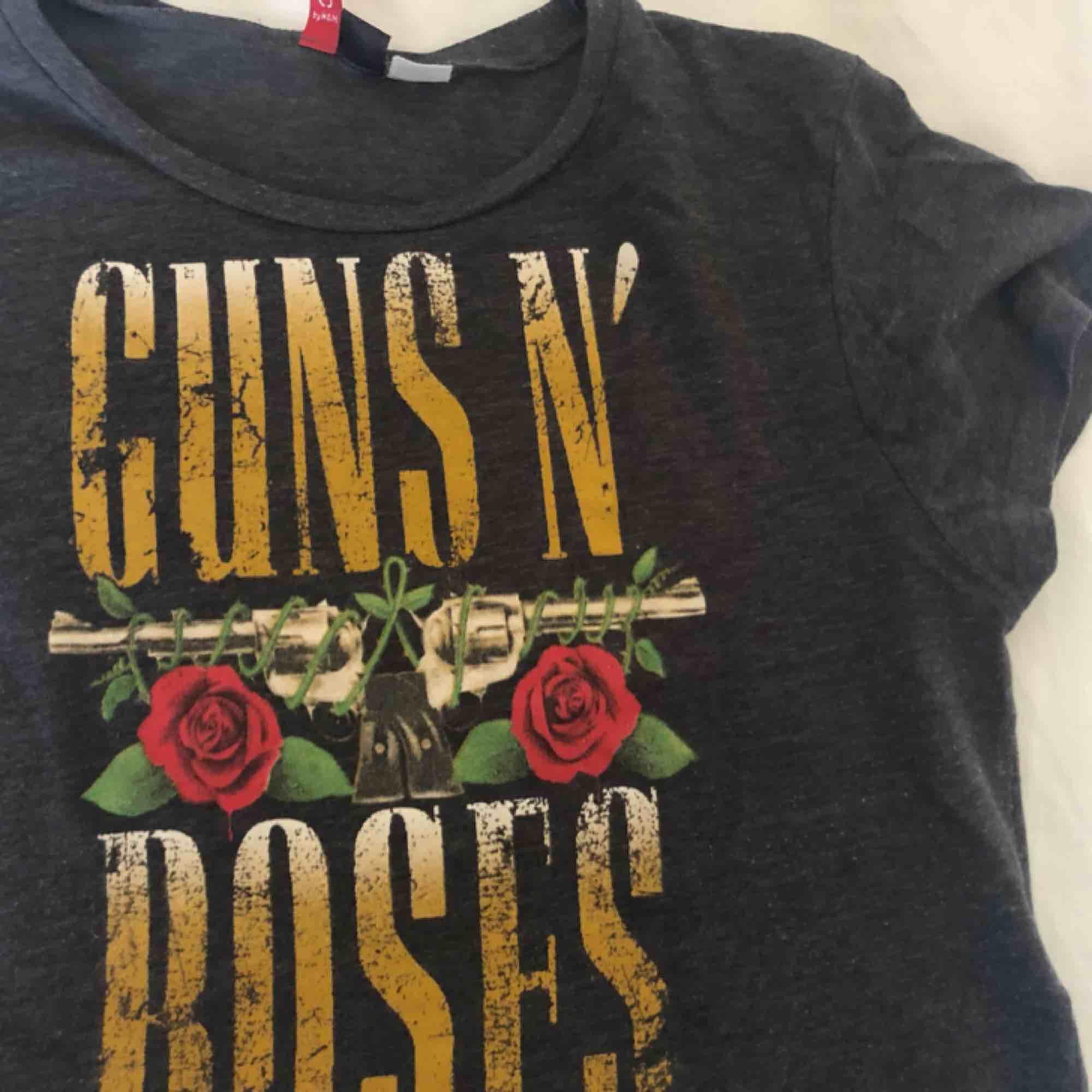 Guns & roses magtröja . T-shirts.