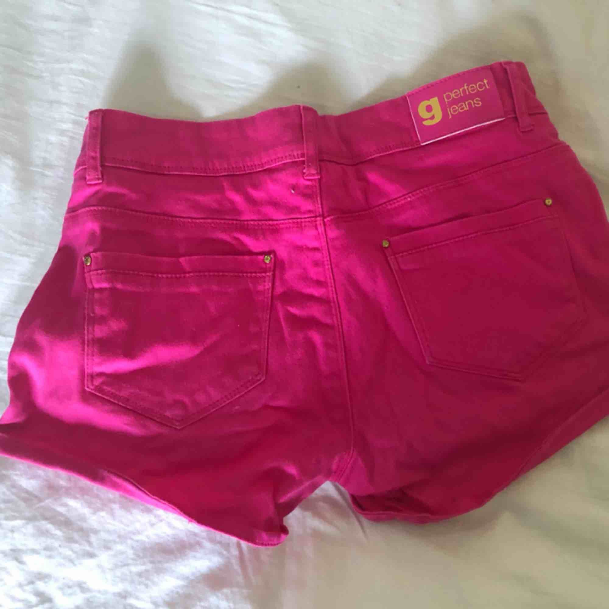 Shorts från Gina tricot, använda men som ny i kvalite. Shorts.