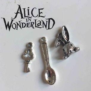 Alice i underlandet inspirerande berlocker. Aldrig använda! Fri frakt 💌