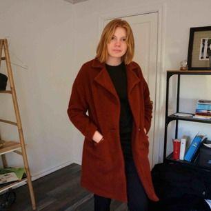 Rost färgad kappa ifrån asos. Inköpt nyss och säljer den pga att jag inte kommer använda den