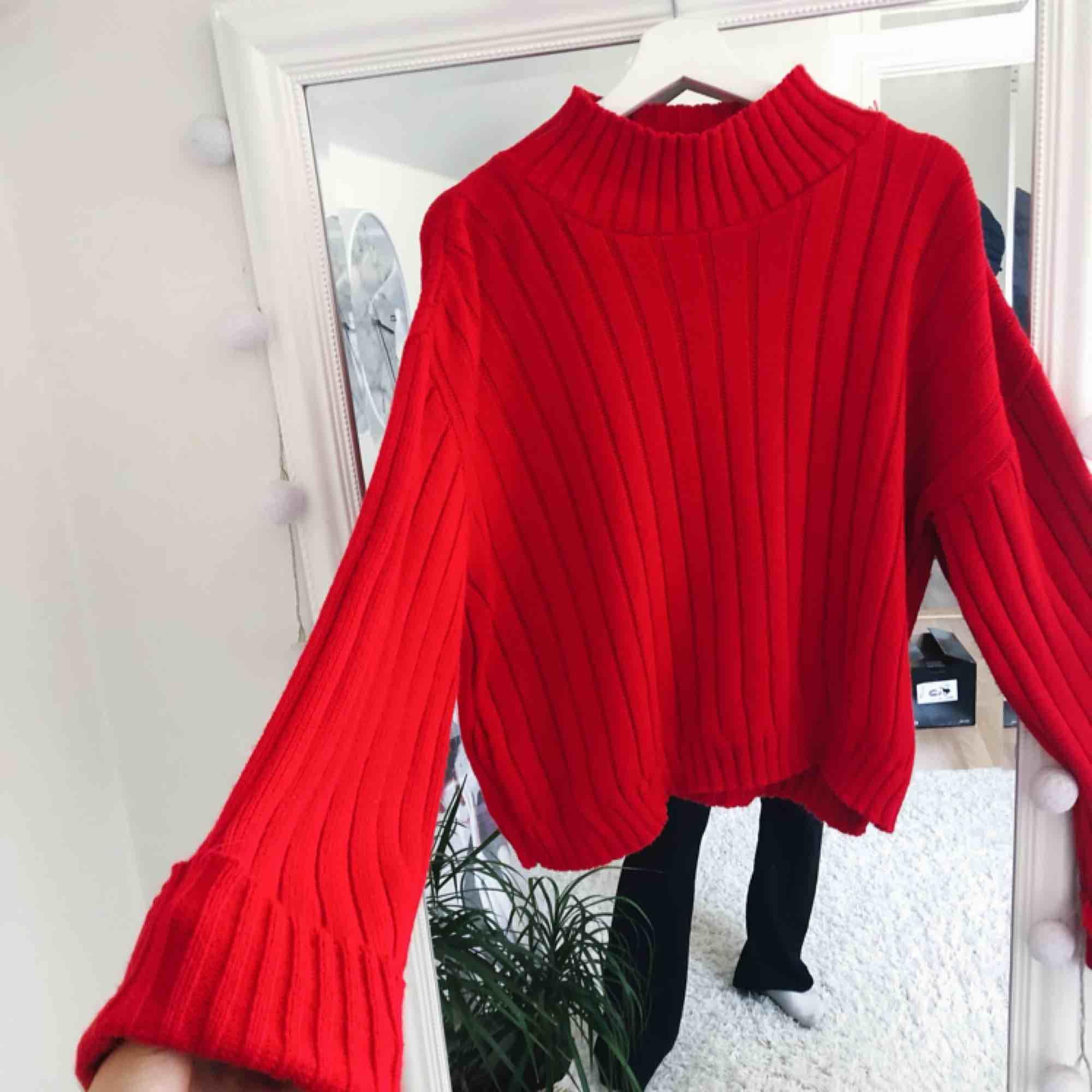 Jättefin och snygg tröja ifrån Boohoo Tall, tyvärr så har jag aldrig fått användning av den, den är jättemysig och sitter jättefint på. Tröjor & Koftor.