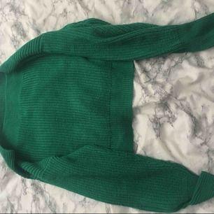 Jätte fin grön offshoulder, stickad tröja. Tröjan är från Gina Tricot och älskar verkligen färgen! Frakt ingår ej i priset.