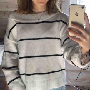 Stickad tröja från hm    Köparen står för frakt (: