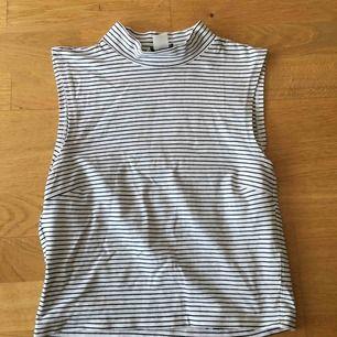 Jättefin tröja i ny skick från hm i stl. S. Kan mötas upp på Södermalm eller skicka (då betalar köparen).