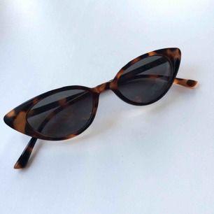 Skitsnygga Cateye solbrillor!  Endast använda ett fåtal gånger så de är i nyskick💘