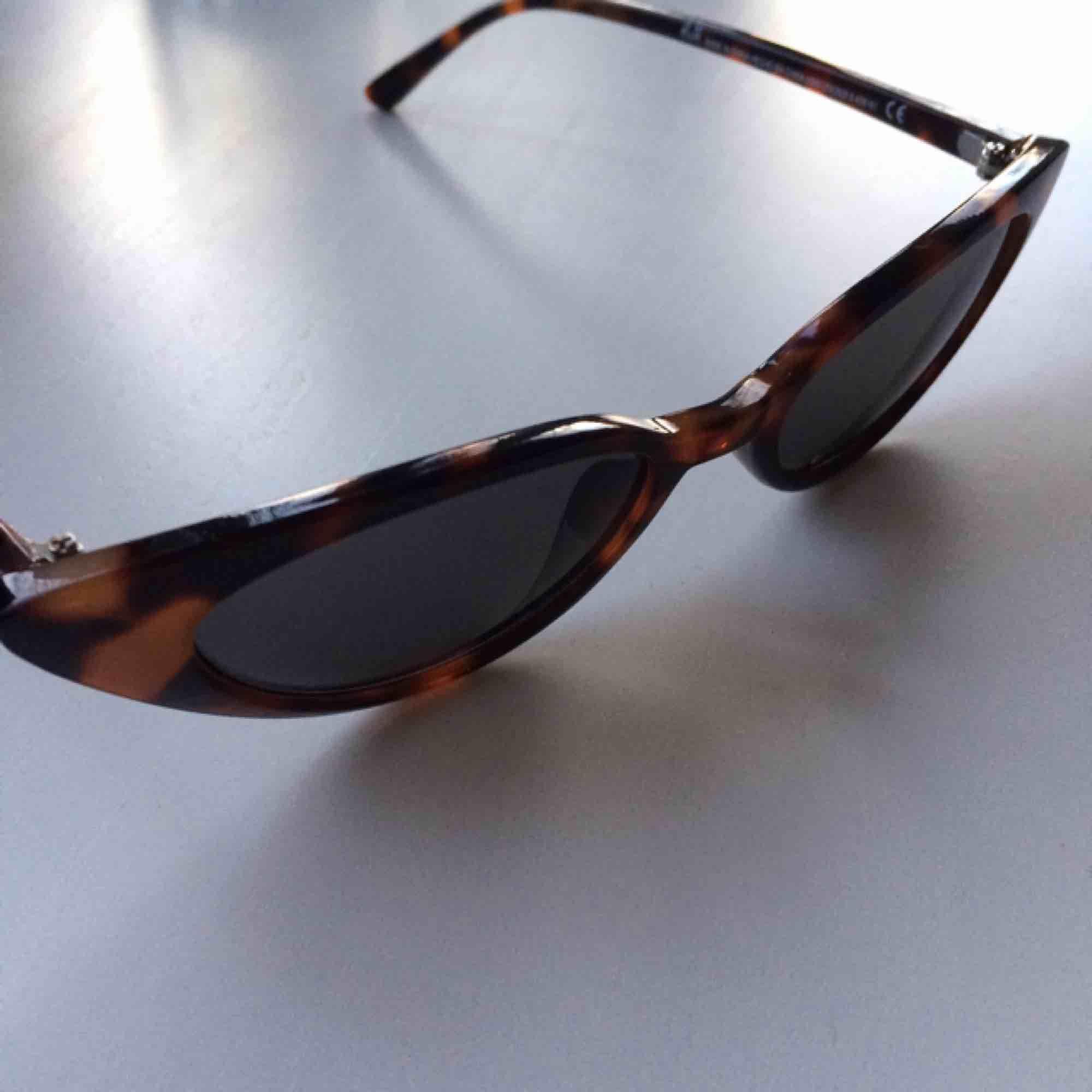 Skitsnygga Cateye solbrillor!  Endast använda ett fåtal gånger så de är i nyskick💘. Accessoarer.