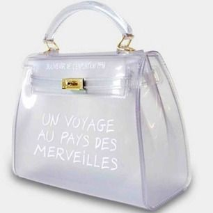 Säljer denna snygga väska pga Felköp, den e skitsnygg men ångra mig som sagt 300kr betalar frakt vid snabb afär