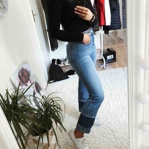 Jättesnygga byxor som är perfekta nu till våren köpta ifrån chiquelle , jag får tyvärr ingen användning för dem därför väljer jag att sälja dem