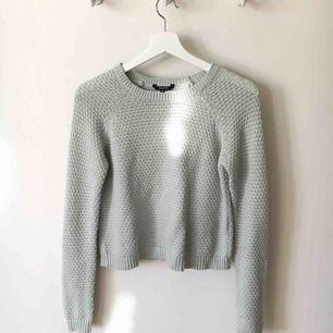 Superfin stickad tröja från märket mbyM i en jättefin ljusgrön färg 🧚🏻♂️🧚🏻♂️Köpt för 700 kronor och är använd bara några gånger! Mötes upp i Stockholm/Bromma annars fraktar jag för 50 kronor!