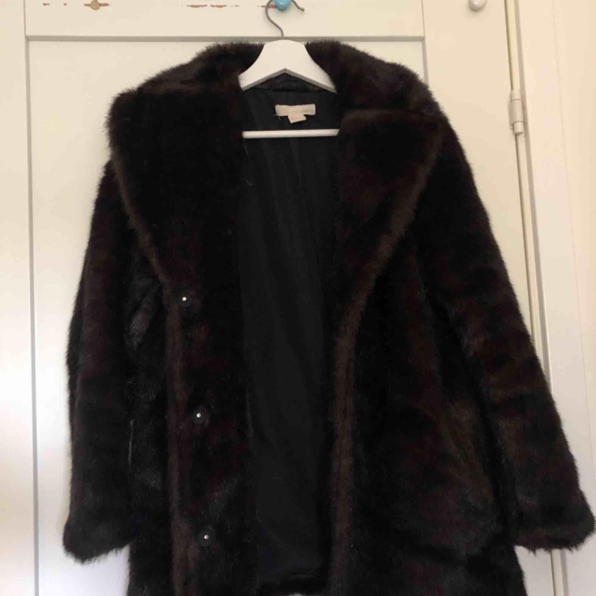att köpa attraktivt pris ny stil En supersnygg kappa/jacka i mörkbrun - H&M Jackor - Second Hand