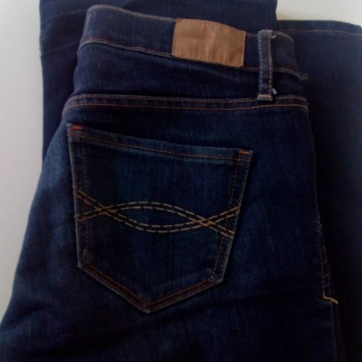 Älskar dessa, men är alldeles för små vid rumpan. Fint skick. Boot cut modell.  Utsvängda och låga.. Jeans & Byxor.