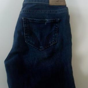Stretchiga snygga jeans. Dock för små i rumpan för mig. Älskar dessa dock. Kan bli billigare om du köper annat jag säljer.