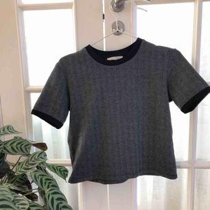 Finstickad T-shirt från Zara i storlek S. Fint skick, köpare står för frakt