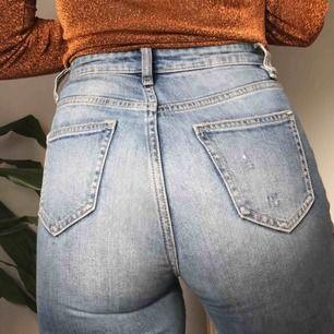 Supersnygga jeans från Cubus som sitter såå bra på! Säljer då de tyvärr blivit lite små åt mig, de är ganska använda men lika fina för det! Frakt tillkommer 🧡🧡