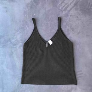 Svart linne från H&M. Sparsamt använd & i bra skick. Frakt 9kr. Betalning via swish :)