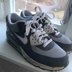 Nike air force, använda cirka 4 gånger, säljer pga att jag tröttnat. Frakten tillkommer! Pris kan diskuteras