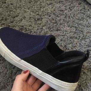 Snygga slip-on skor från Zara. Använda fåtal gånger. Frakt tillkommer