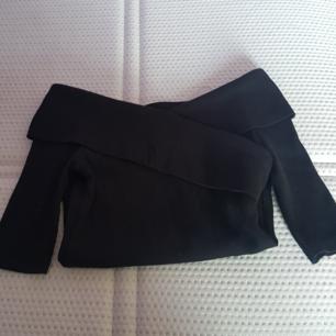 Off shoulder tröja från Gina Tricot, väldigt fint skick, pris kan diskuteras:))