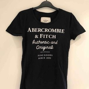 Skön t-shirt från A&F. Vanlig passform.