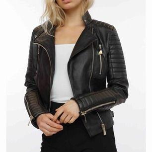 Säljer min moto jacket ifrån Chiquelle, inprincip som ny. Skickar bättre bilder vid intresse. Köpare står för frakt.