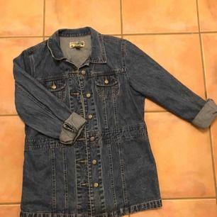 Jättesnygg oversized jeansjacka. Möter upp i Stockholm eller fraktar :)