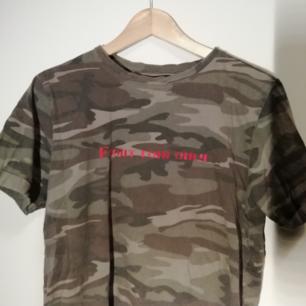 Militär-mönstrad tröja från Carlings 🖤  Använd fåtal gånger och har mycket kvar att ge!  Köparen står för frakten ✨