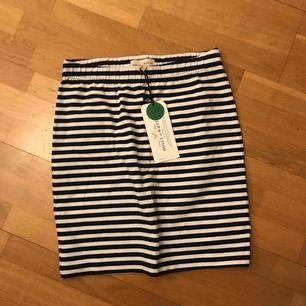 Jättefin tajt kjol från lindex. Helt ny och lappen är kvar. Frakt kostar 55kr