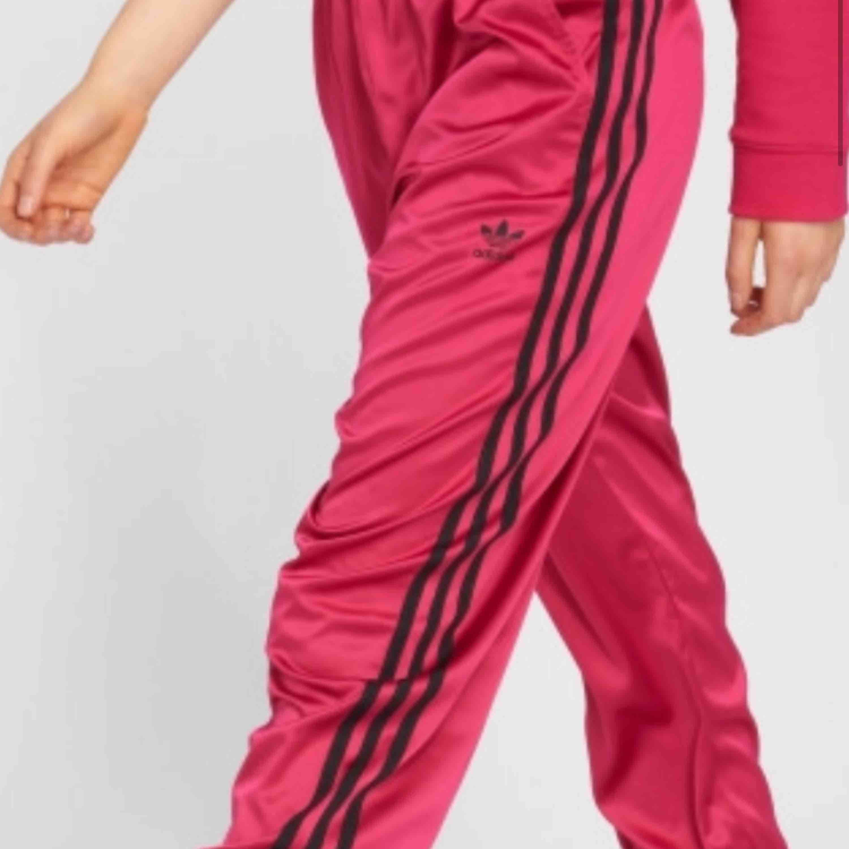 Nya Adidas Byxor, Fuchsia. Jeans & Byxor.