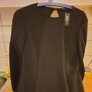 Snygg tunika/tröja med vida ärmar. Kan skicka spårbart om köparen betalar frakten.