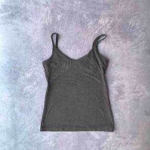 Svart linne från Lager 157. I bra skick. Frakt:9kr och betalning görs via swish :)