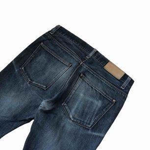 Sjukt snygga jeans av acne. Jeansen är gjorda i grym kvalitet och har väldigt bra kondition, om du vill beta mer eller se fler bilder skriv då 👍🏻